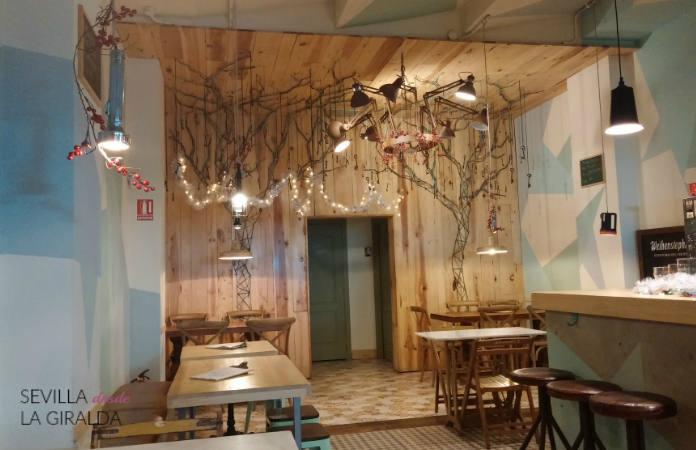Interior de La Linterna Ciega, calle Regina, Sevilla