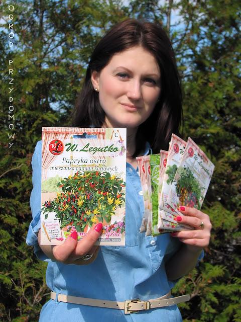 przesyłka pełna nasion, wysiew nasion, nasiona z serii Domnowy Ogród, seria nasion BIO, ogród przydomowy
