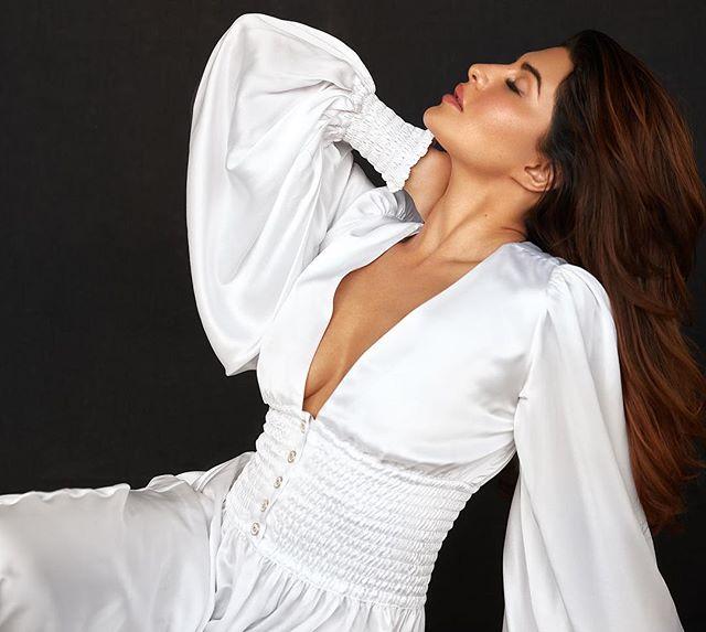jacqueline fernandez hot boobs