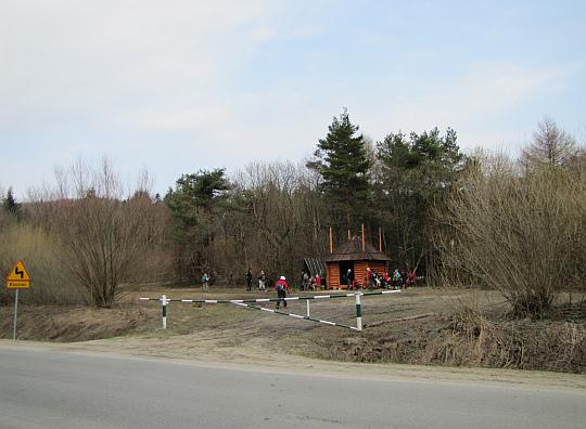 Nowo wybudowany schron na Przełęczy Hałbowskiej.