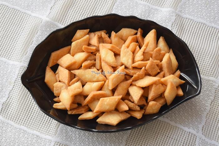 Shakarpara - Shankarpali wo Chasni Method Recipe - शकरपारे - शंकरपाली बिना चाशनी के रेसिपी - Priya R - Magic of Indian Rasoi