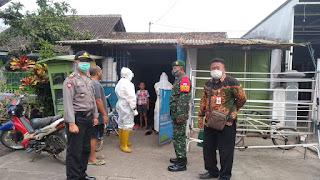 Forkopimka Jatiroto Dampingi Puskesmas Lakukan Traching ke rumah warga.