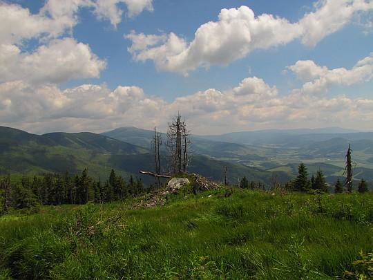 Widoki z hali na Kolesárovej w kierunku wschodnim i południowo-wschodnim.