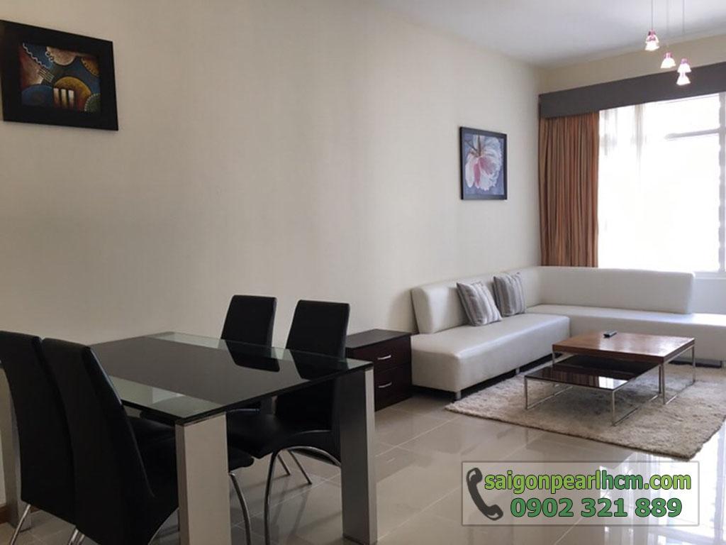 Saigon Pearl Ruby 2 cho thuê căn hộ 2PN lầu cao - bàn ăn và sofa