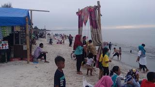 Wow..Pantai Perjuangan Desa Lalang Dipenuhi Pengunjung
