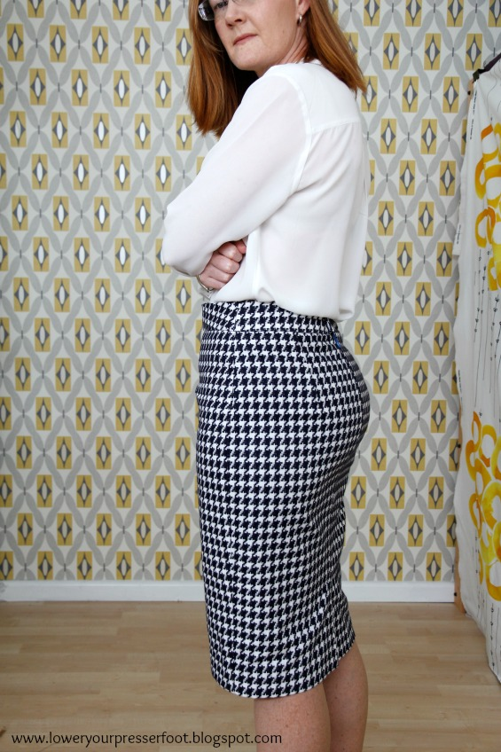 Burda 12/2013 #118 houndstooth pencil skirt www.loweryourpresserfoot.blogspot.com