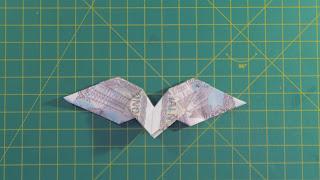 Hướng dẫn cách gấp trái tim có cánh bằng tiền giấy đẹp và đơn giản