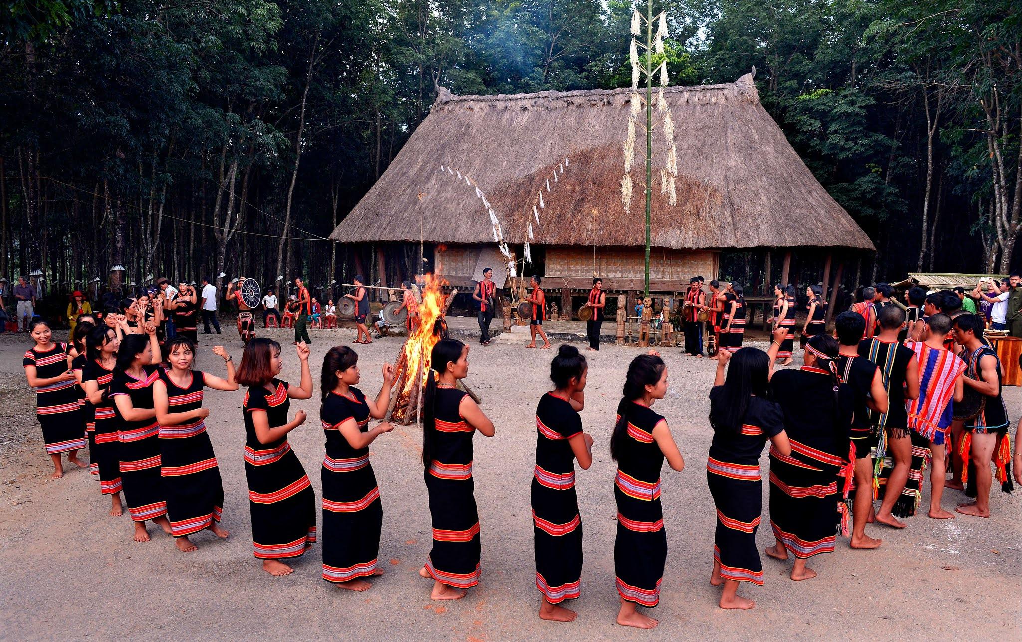 Ấn tượng nhà rông của người Giẻ Triêng ở Kon Tum