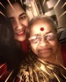 narayani shastri with her mother