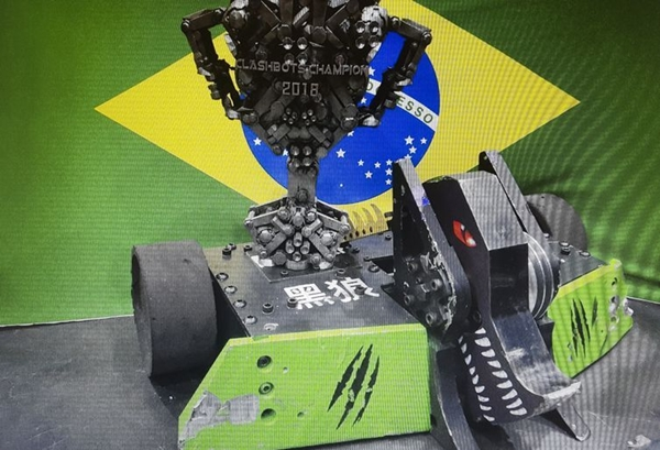 Brasileiros vencem na China competição internacional de luta de robôs