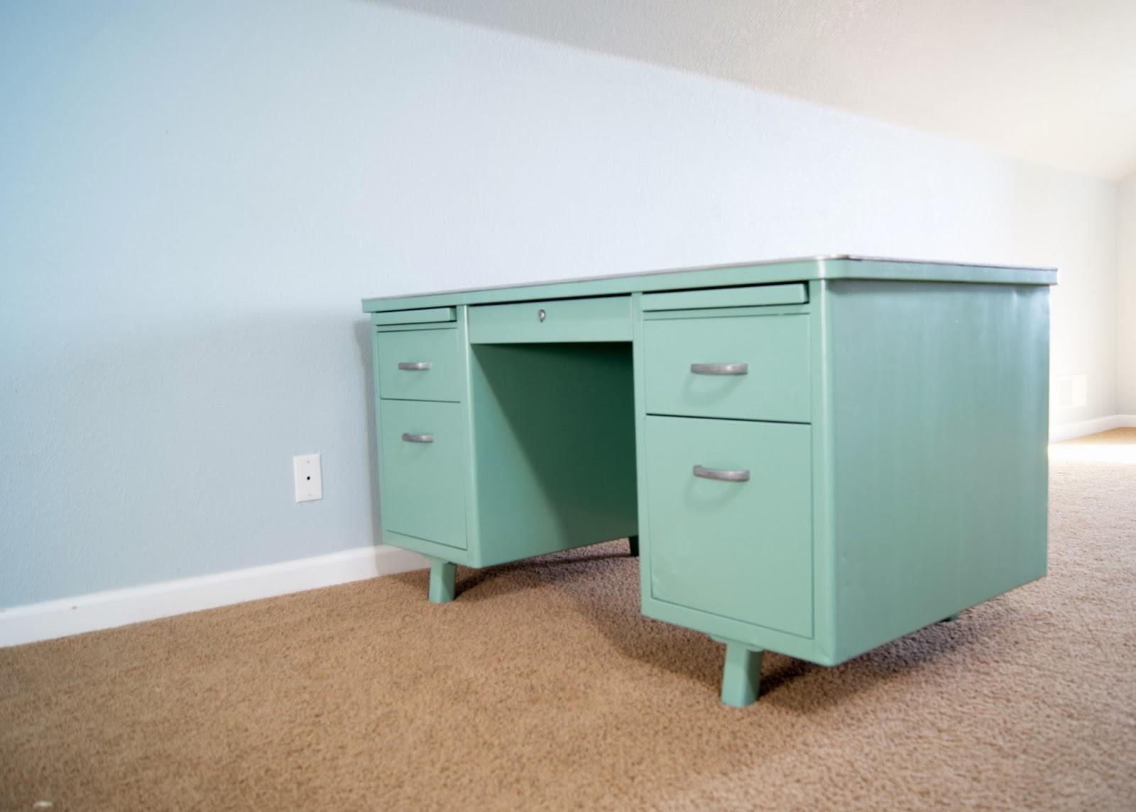 Krylon Jade Vintage Metal Desk