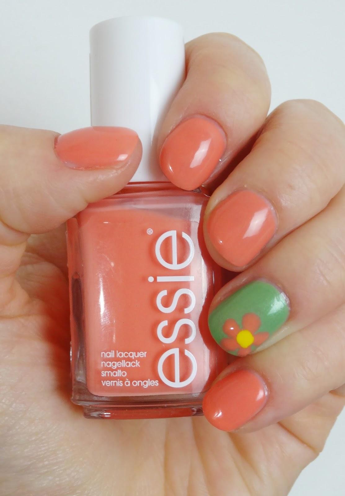 Essie - Resort Fling Nagellack Pretty Clover Beautyblog