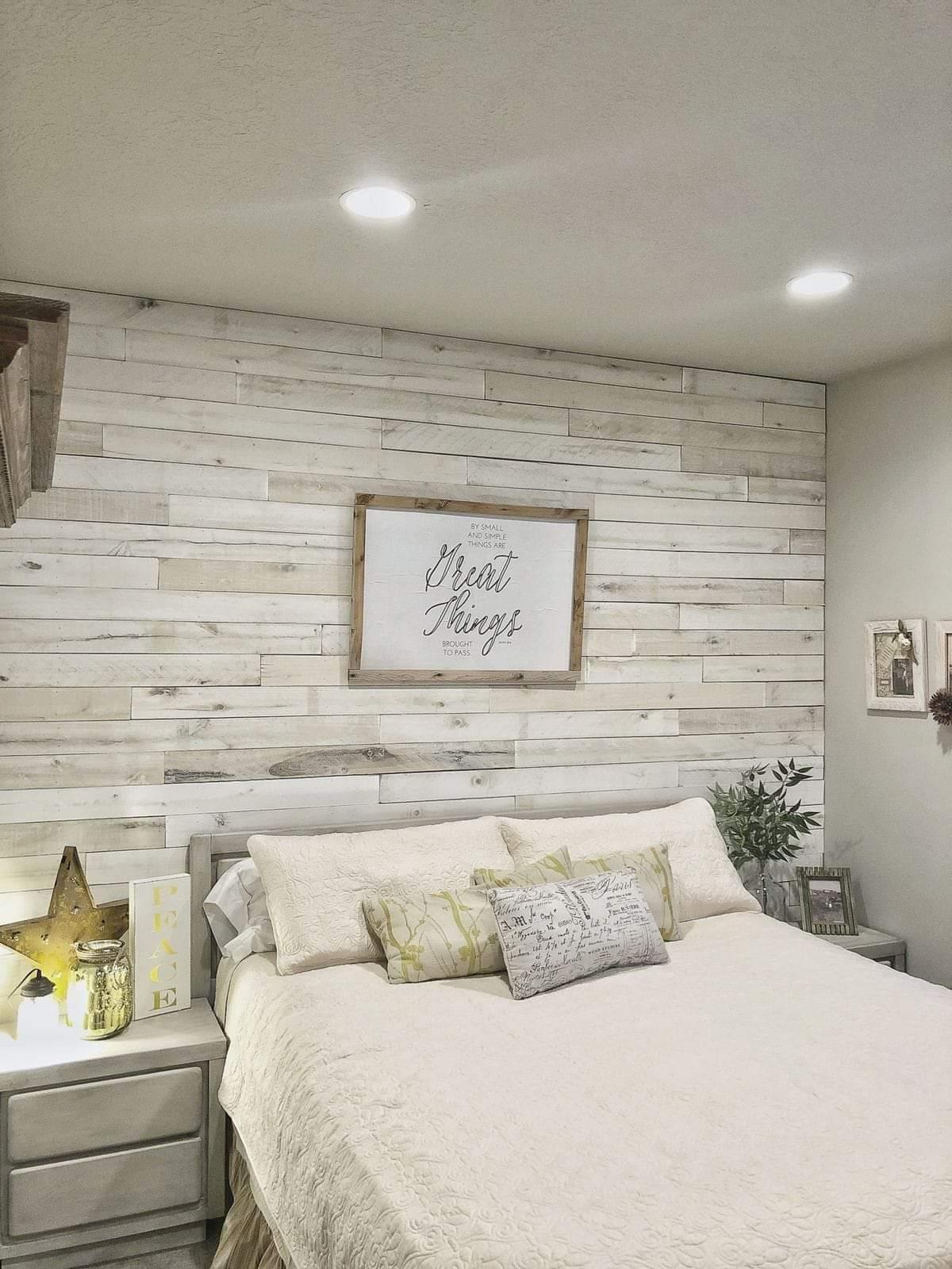 Drewniana ściana W Sypialni Krok Po Kroku Przypadkowe Rzeczy