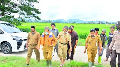 Desa Teteaji dan Kelurahan Watte'E Terima Bantuan Perahu Motor dari Bupati Sidrap