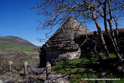 L'ossuaire à toit pyramidal de saint-Floret