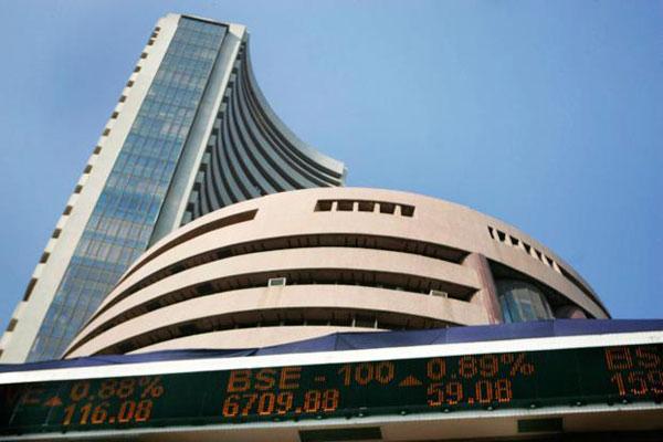 विदेशी निवेशकों ने दिया शेयर बाजार को बड़ा झटका...