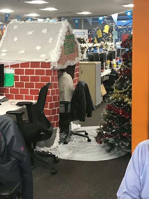 Weihnachten im Büro arbeiten witzig