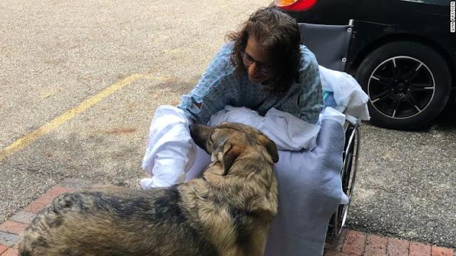 Une femme a perdu ses mains et ses jambes à cause d'une infection causée par des baisers de chiot