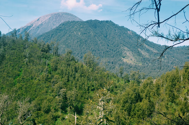 Foto Puncak Gunung Semeru dari Kejauhan