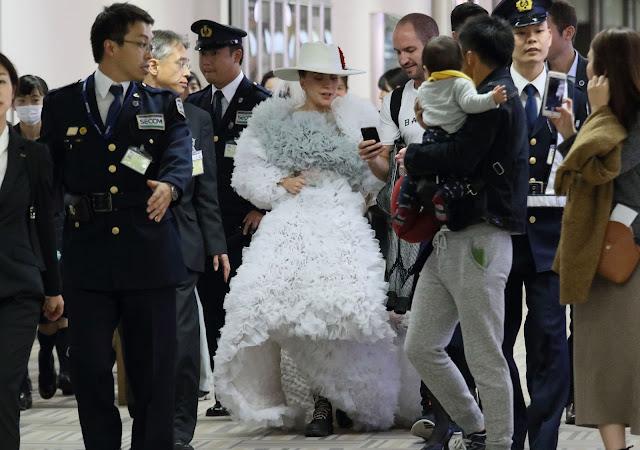 FOTOS HQ Lady Gaga en el aeropuerto Narita, en Tokio, Japón