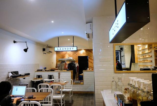 Cafe berkonsepkan Laundry di Suds And Lattes Mutiara Damansara