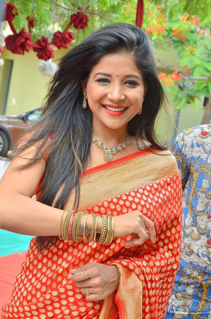Sakshi Agarwal Inaugurates Handloom And Handicraft Exhibition Stills