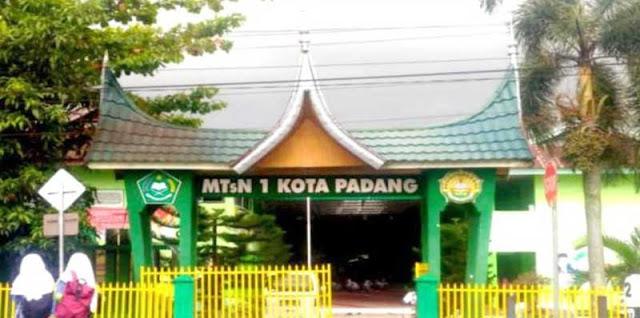 Gerbang MTsN 1 Kota Padang