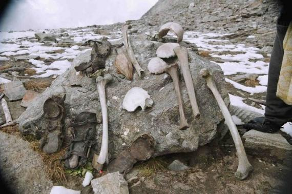 Roopkund-Lake-Uttarakhand-(Skeleton-Lake)-Mysterious Places in India