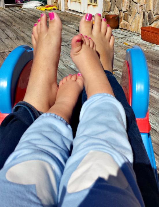 mommy & me painted pink toes