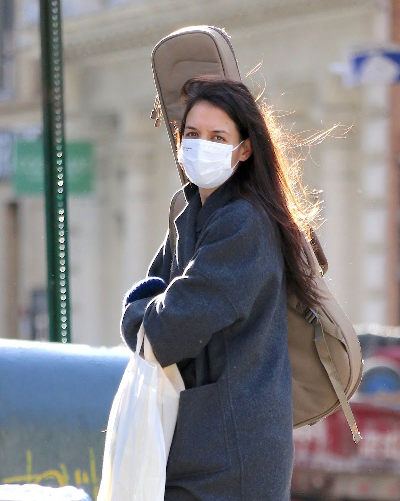 Katie Holmes Out for Christmas Shopping in New York 15 Dec-2020
