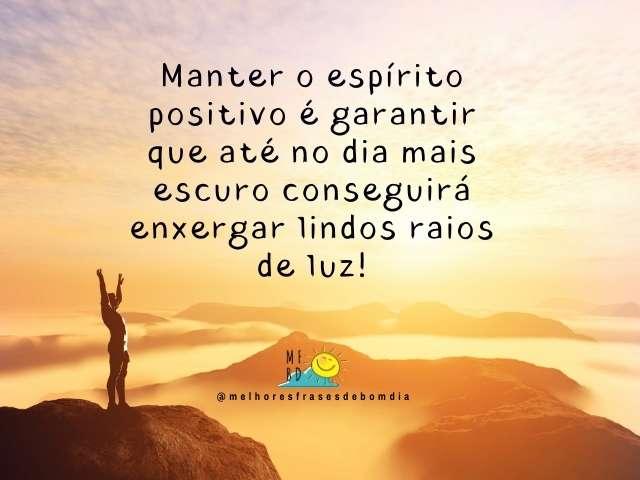 Frases Positivas - Manter o espírito positivo é garantir que até no dia mais escuro conseguirá enxergar lindos raios de luz!