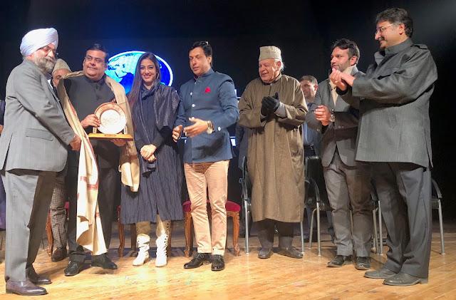 कश्मीर वर्ल्ड फिल्म फेस्टिवल में राजू चड्ढा, राहुल मित्रा, तब्बू समेत कई हस्तियां सम्मानित