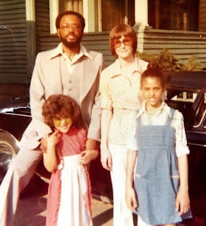 Kristen Baker Bellamy's childhood picture with her parents & sibling