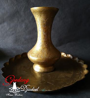 vas bunga antik