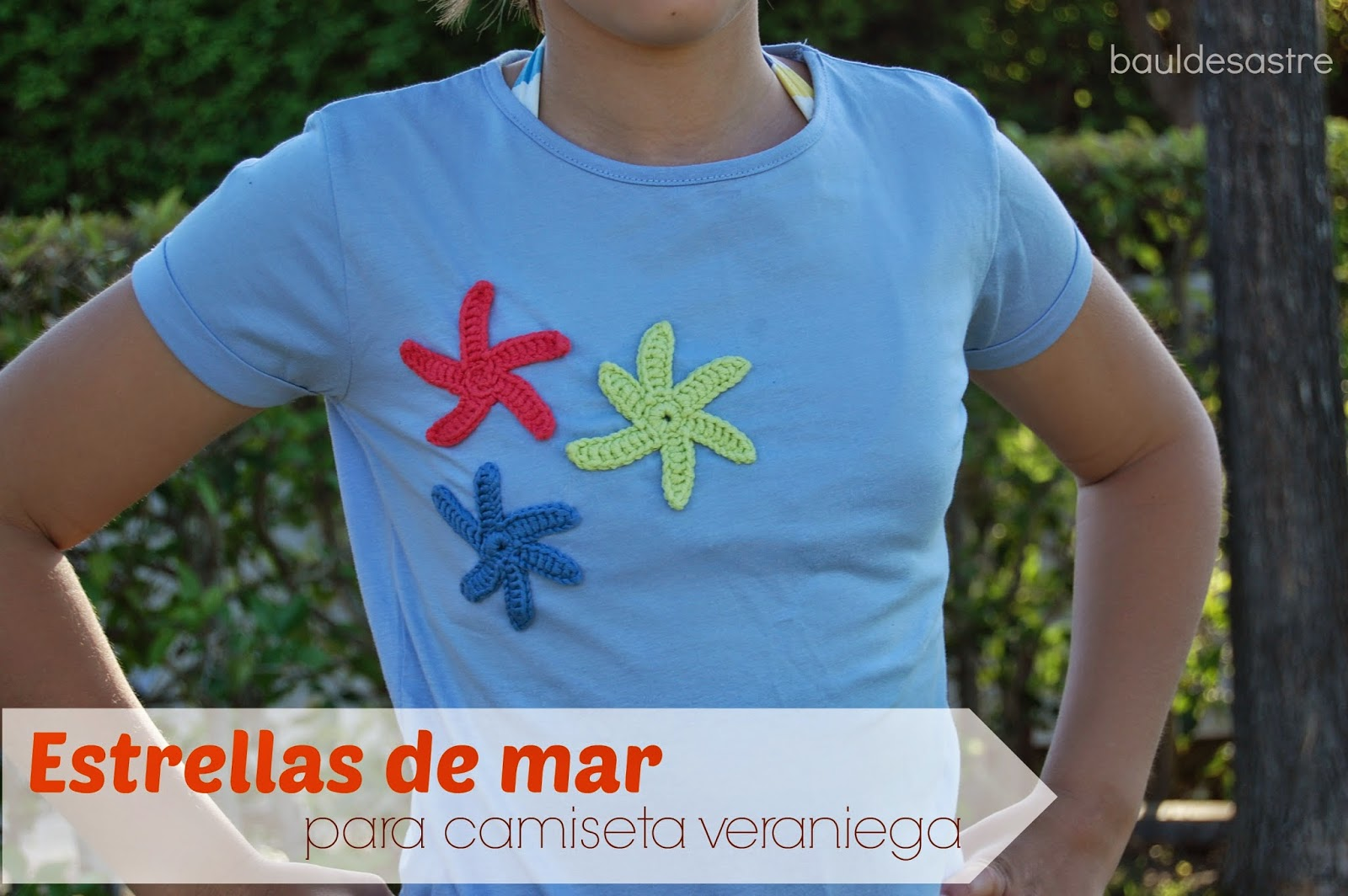 camiseta decorada con estrellas de mar a ganchillo