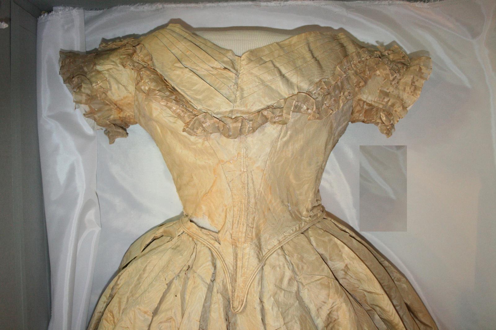 Textile conservation, museum storage, art conservator, Gwen Spicer, Spicer Art Conservation, Angelica Van Buren