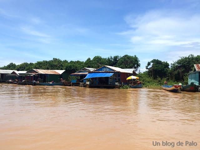 Pueblo flotante Chong Khneas lago Tonlé Sap