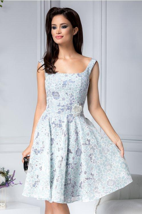 Rochie fara maneci midi eleganta de vara cu spect brodat cu motive florale bleu