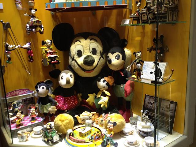 İstanbul oyuncak müzesi'nde Mickey Mouse oyuncakları