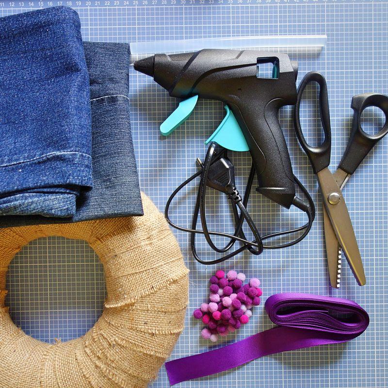 jeans upcycling, jeans upcycling ideen, jeans upcycling anleitung, jeans upcycled diy, jeans upcycled tutorial, tuerkranz basteln, tuerkranz basteln styropor, tuerkranz basteln anleitung, tuerkranz sommer, tuerkranz sommer selber machen, tuerkranz sommer modern, tuerkranz sommer 30 cm, DIY Blog, Tuerkranz Sommer Bilder,