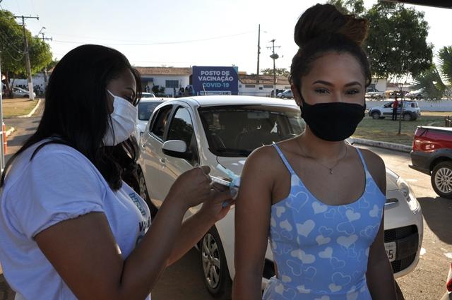 Barreiras amplia vacinação contra Covid e jovens de 18 anos acima recebem primeira dose