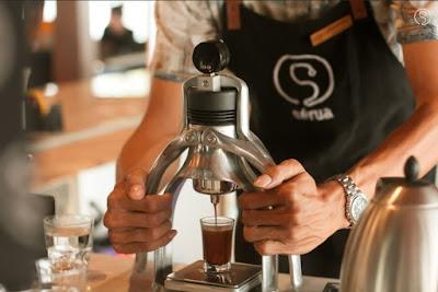 INFORMASI LOWONGAN KERJA Halo Kawula Serua! Untuk kamu yang pengen bergabung menjadi bagian dari Serua Coffee & Creative Space inilah saatnya! Mari berkembang dan belajar bersama. HIRING