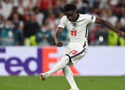 تعرض اللاعبون السود في فريق إنجلترا لكرة القدم إلى الإساءات العنصرية على وسائل التواصل الاجتماعي