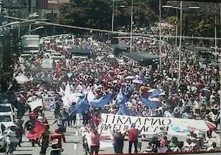 Trabalhadores da educação paralisam atividades e realizam protesto em João Pessoa