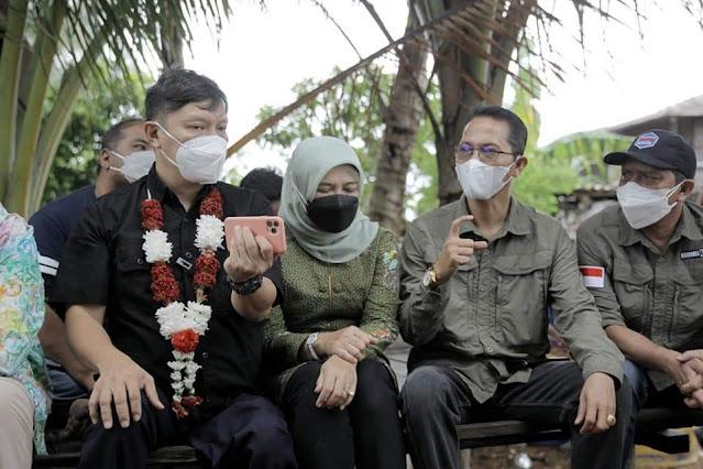 Tiga KK Warga Pulau Pelampong Menerima Sertifikat Lahan