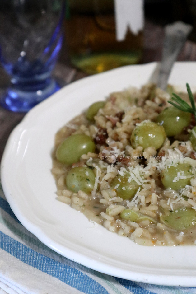 Risotto con uva, salsiccia e provolone piccante