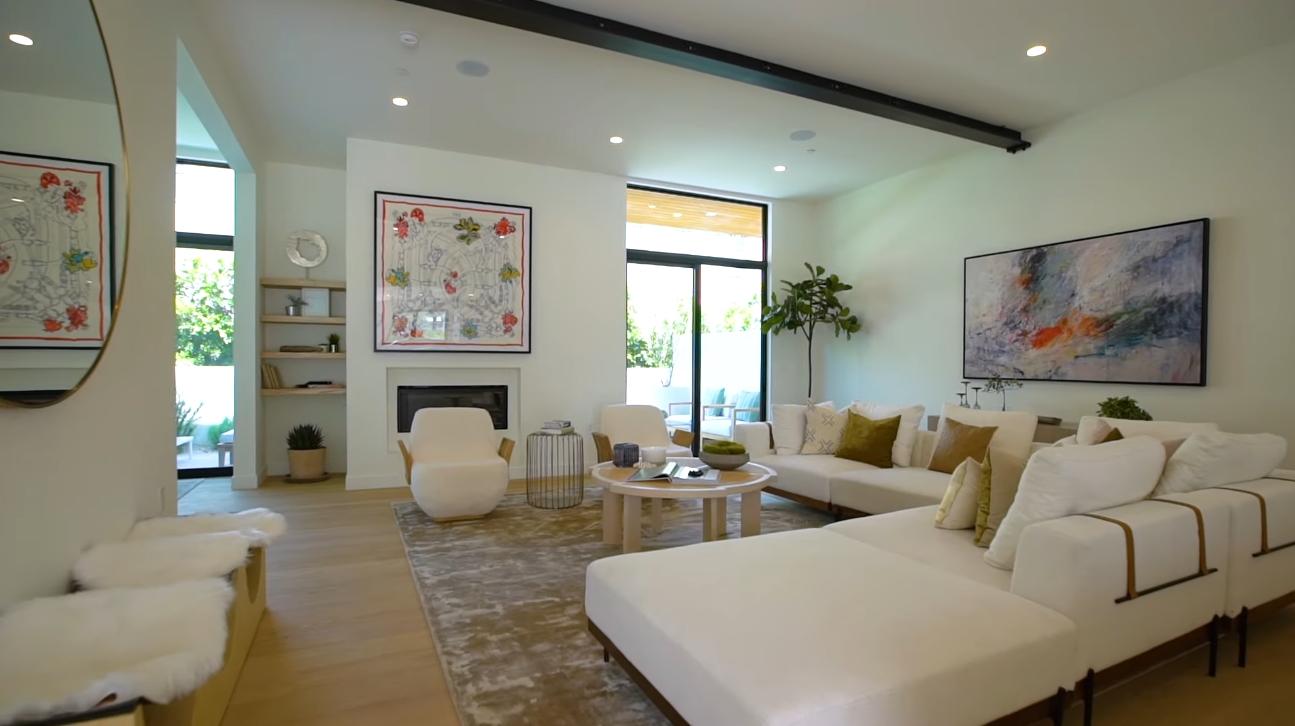 17 Photos vs. 812 Huntley Dr #102, West Hollywood, CA Home Interior Design Tour
