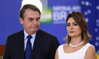 Cheque de Queiroz para Michelle Bolsonaro faz MP investigar dados fiscais da primeira-dama