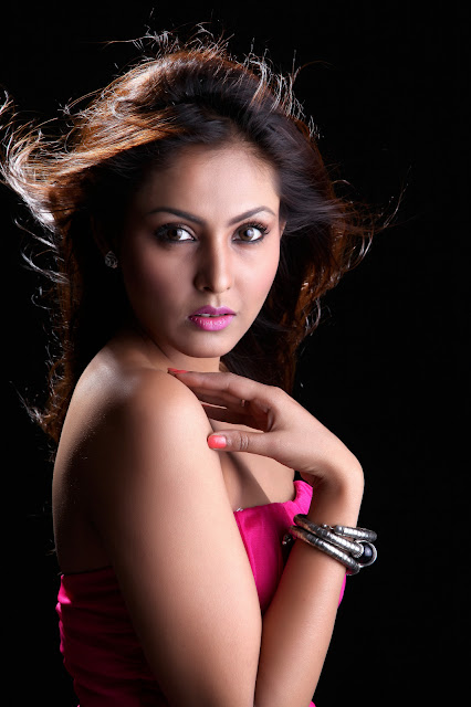 Madhu Shalini sexy Latest photoshoot