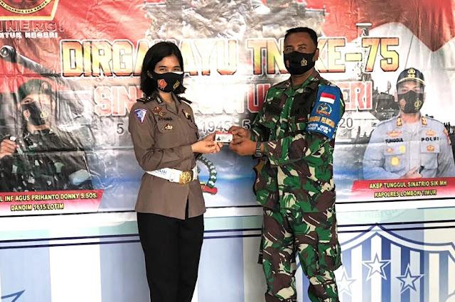 Anggota TNI dapat hadiah SIM gratis dari Polres Lombok Timur